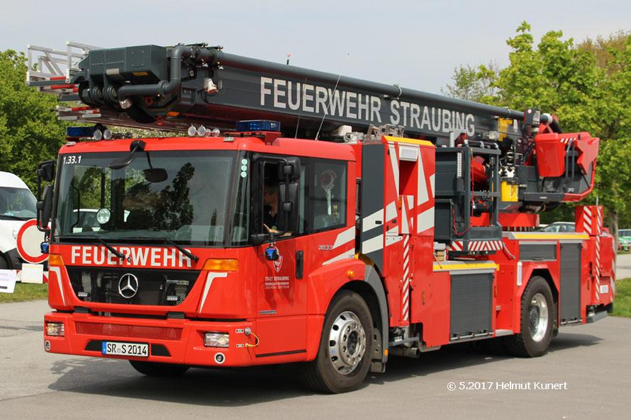 Auch die Feuerwehr hilft mit.