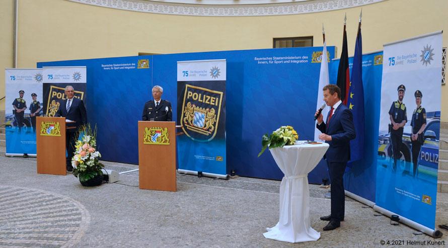 Innenminister Joachim Herrman, Landespolizeipräsident Prof. Dr. Wilhelm Schmidbauer und rechts Roman Roell