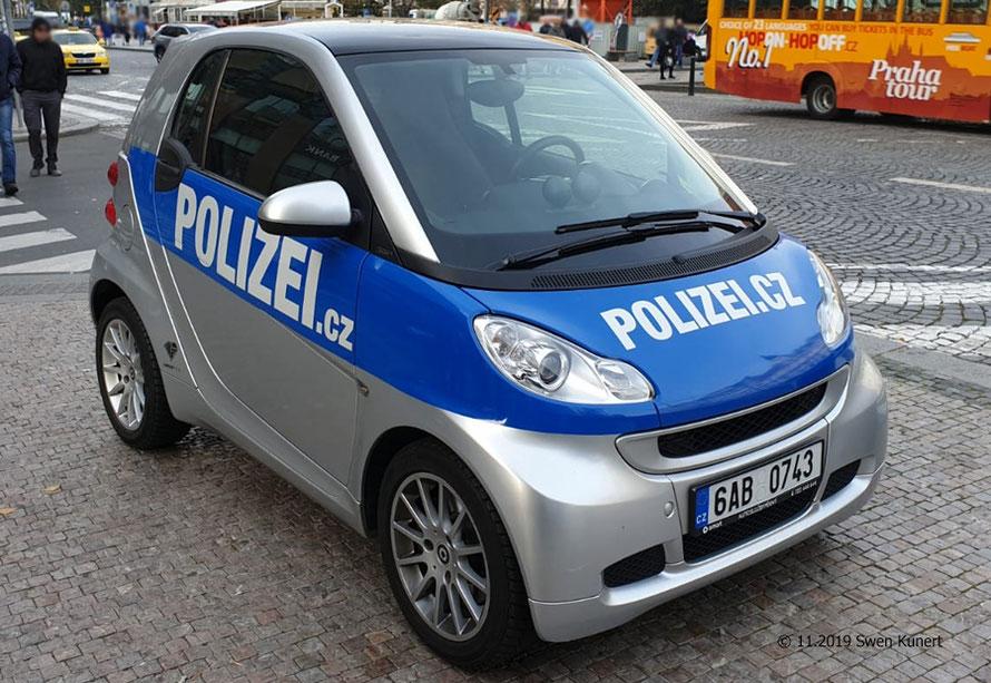 Wer kennt die Aufgaben dieses Fahrzeuges? Aufgenommen in Prag.