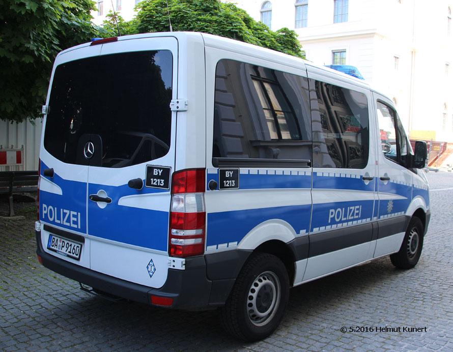 Eines der ersten blauen Einsatzfahrzeuge bei der bayerischen Bereitschaftspolizei.