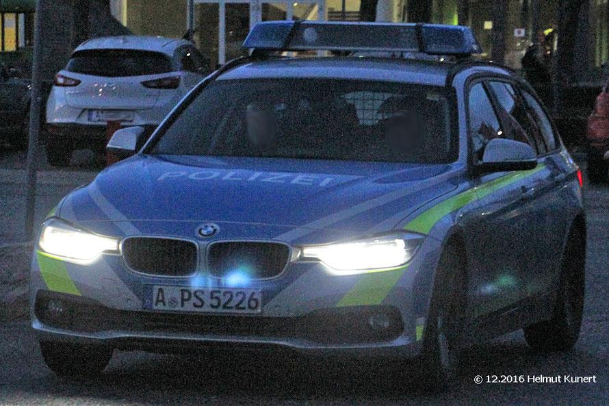 Leider erst am Abend gesichtet: BMW in Silber mit blauen und gelben Markierungen.