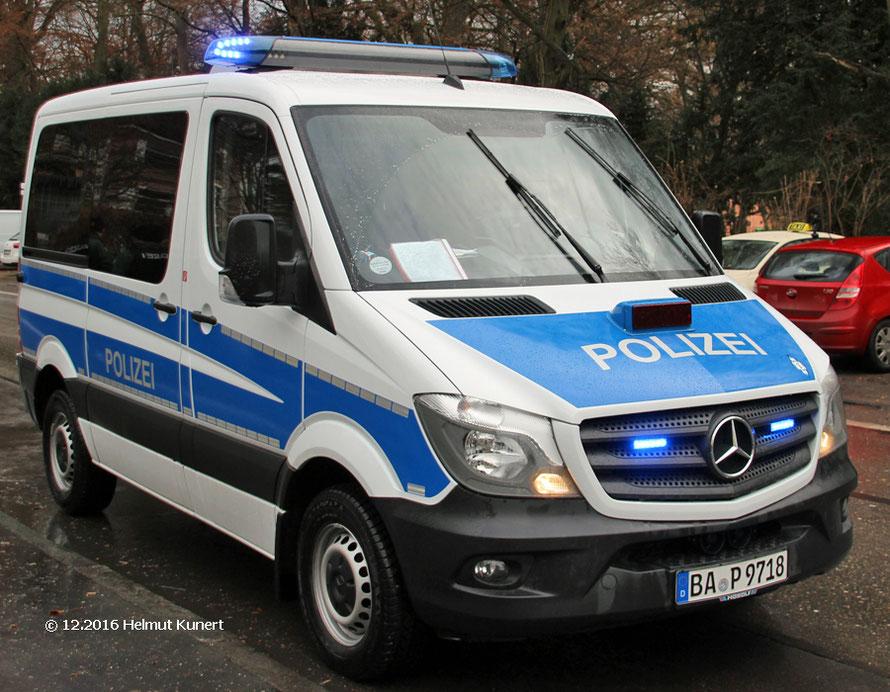 Bei der BePo inzwischen überall vorhanden: Fahrzeuge mit blauer Beklebung.