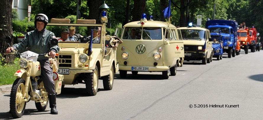 BRK Holzkirchen mit Krad, Kommandowagen und zwei KTW.