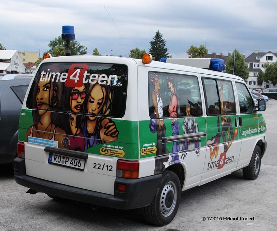 die Jugendbeamten haben eigene auffällige Fahrzeuge.