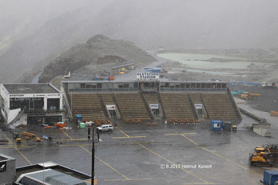 Gletscherstadion mit Gletschersee!