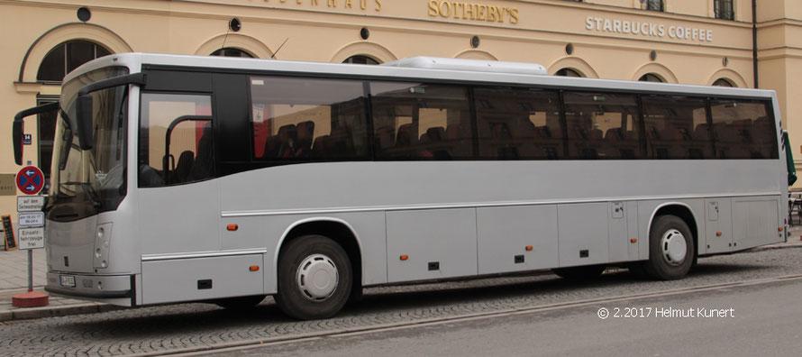 Einer von 3 großen neuen neutralen Mannschaftstransportbussen bei der Bepo, auf Volvo-Fahrgestell.