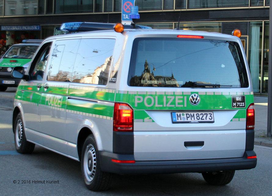 Der erste gesichtete VW T6, leider noch in silber/grün.