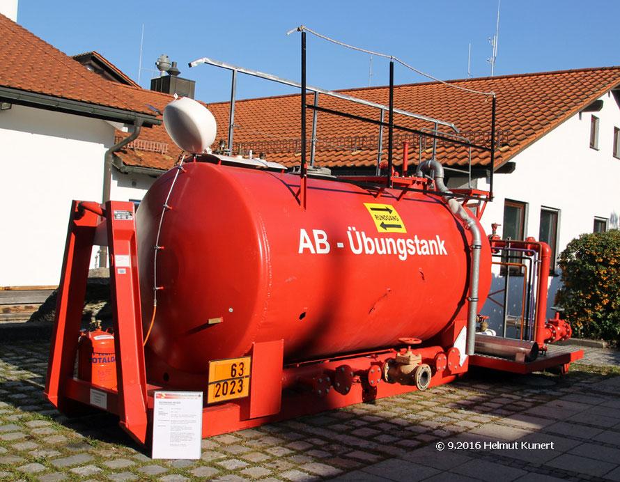 Abrollbehälter Tank