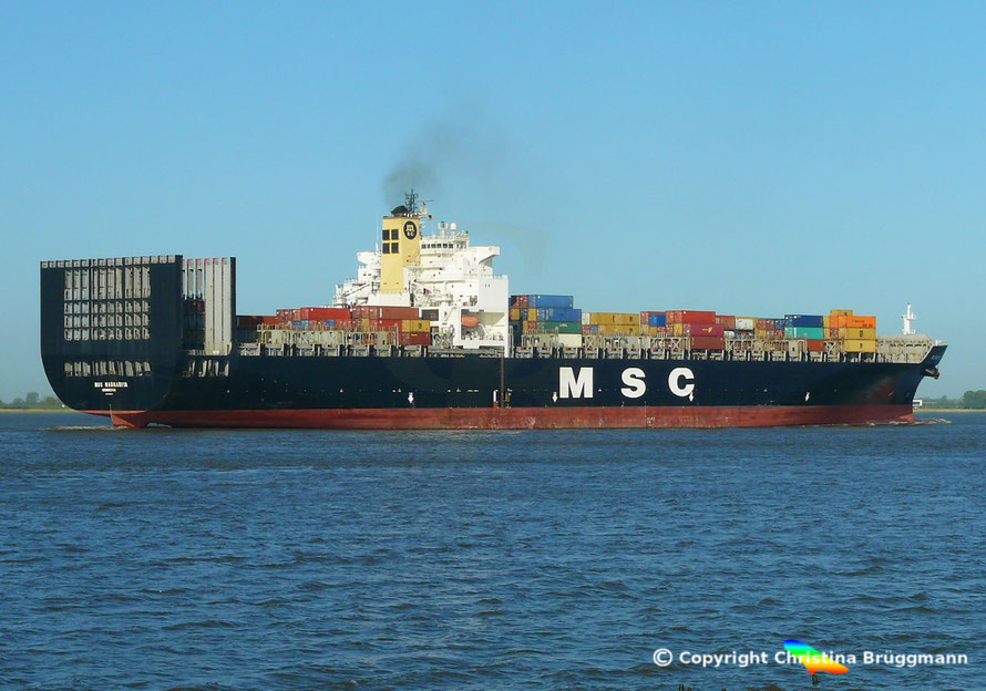 Containerschiff MSC MAGARITA auf der Elbe 06.05.2015