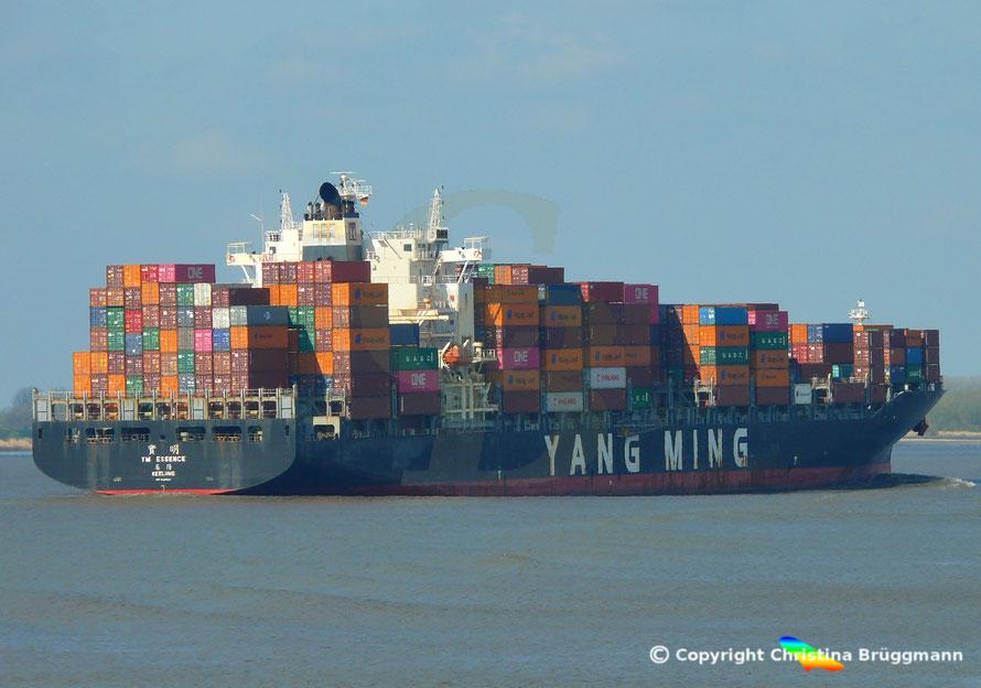 Containerschiff YM ESSENCE, Elbe 09.04.2019