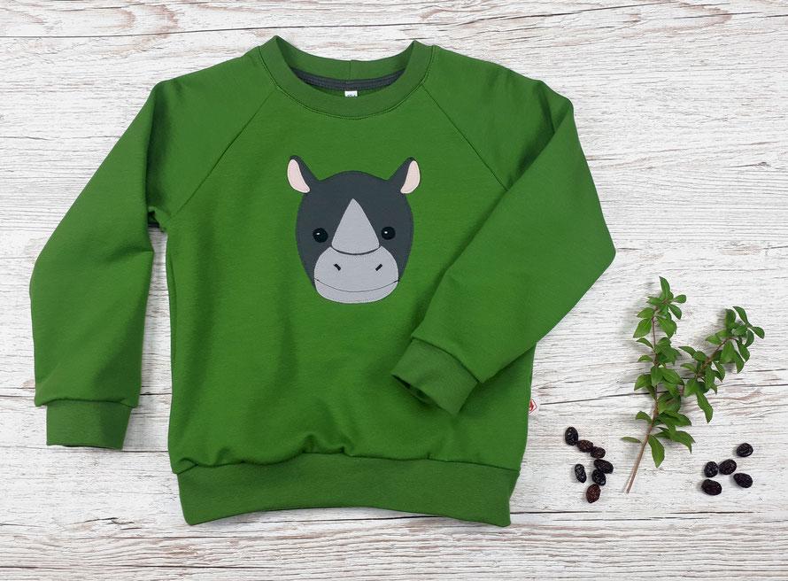 Grüner Kinderpullover mit Nashorn Applikation aus GOTS Baumwolle