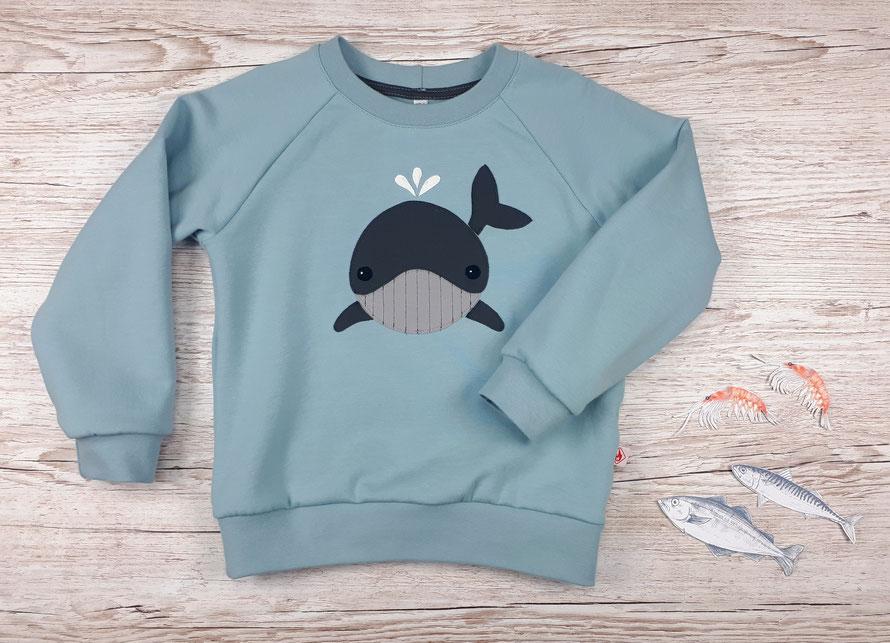 Grüner Kinderpullover mit Wal Applikation aus GOTS Baumwolle