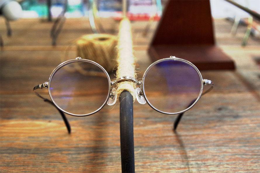 カメマンネン54 丸メガネはねあげ式