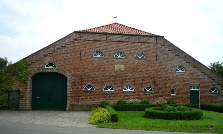 Strassenansicht Dorenborg 5 : Eingang links neben dem Gebäude