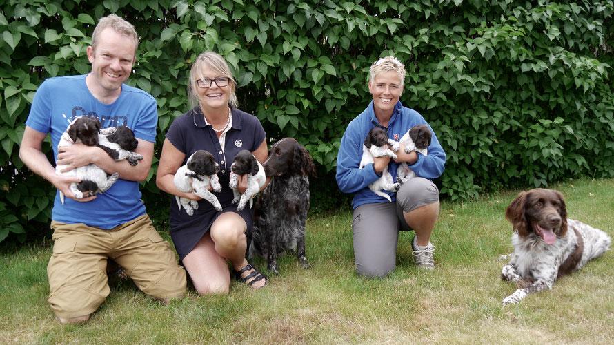 One happy family: Stella en Jixer met de 6 Zweedse valpar ;-)