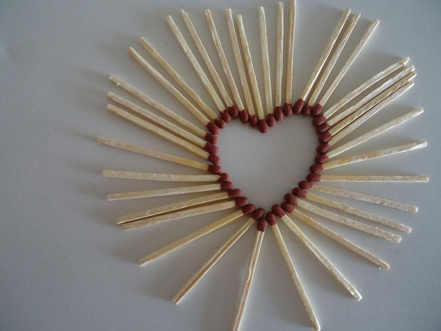 La réunion 2.0 : allumettes en coeur