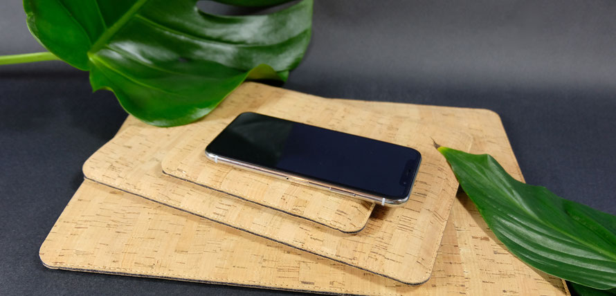 iPad Hülle aus schwarzem Leder für das iPad Pro, iPad und iPad Mini - handgemacht in Deutschland