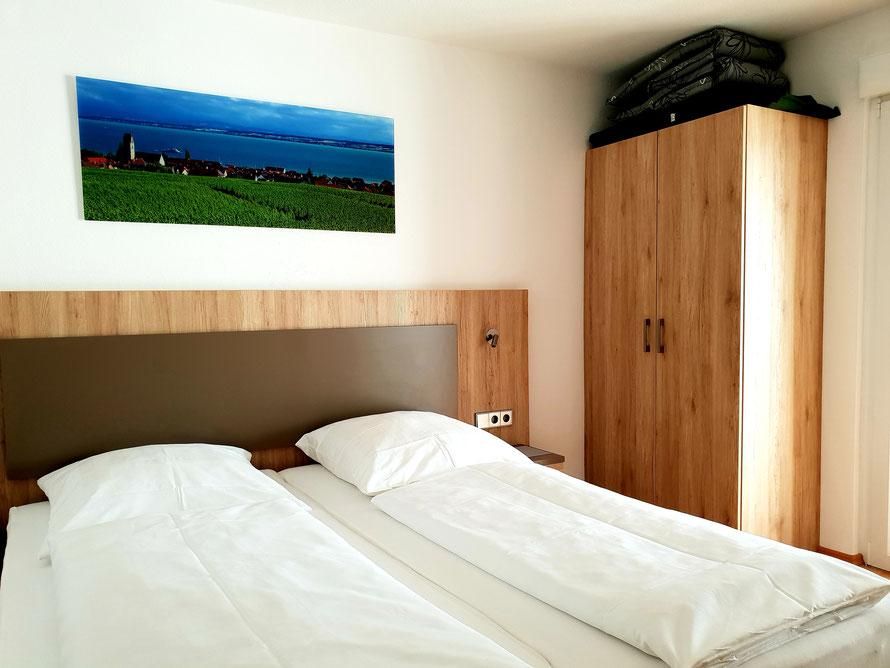 Bild: Schlafzimmer Fewo 3 Haus Melanie in Hagnau am Bodensee