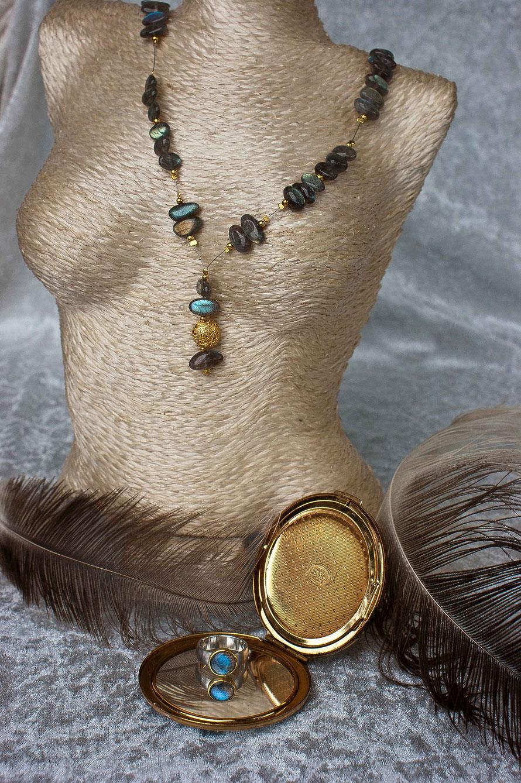 Festliche Ketten und wunderschoene Ringe