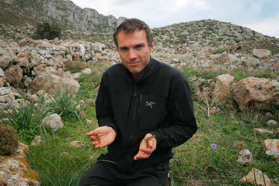 Me on Karpathos with 2 Helversen's Salamanders-Lyciasalamandra helverseni, January 2012 (© L. Tiemann)