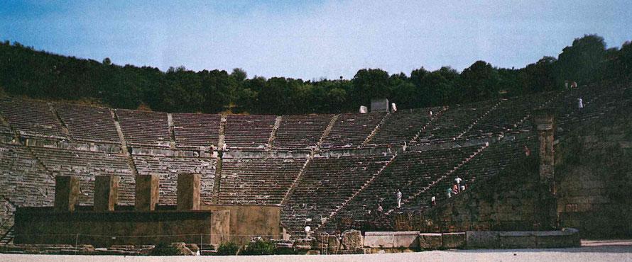 Foto vom Theater in Epidauros vom Eingang her