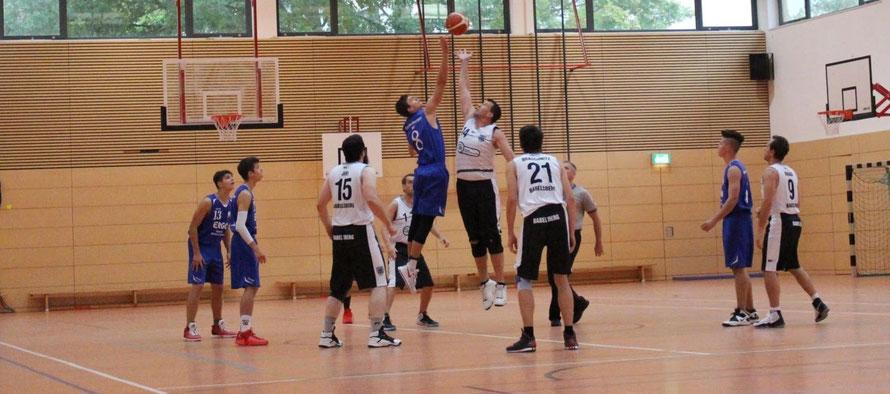 Archivbild gegen SV Babelsberg (N. Seewald beim Sprungball)