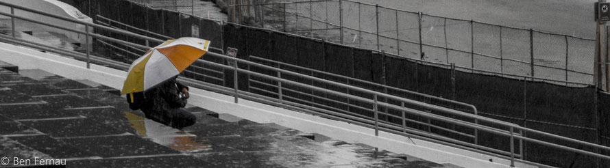 Leider regnete es etwas. (Mann auf der Tribüne neben dem Maritimen Museum)