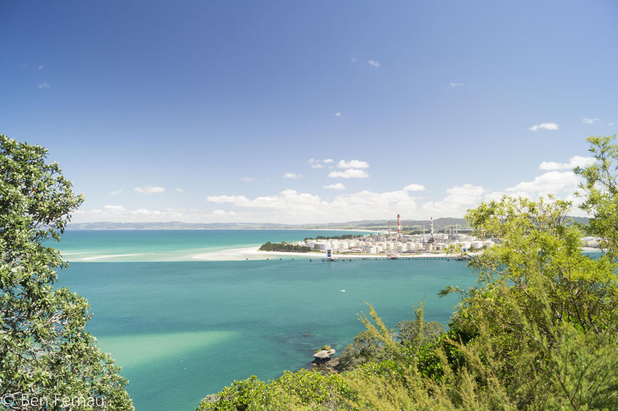 Hier siehst du die einzige Öl-Raffinerie Neuseelands ... wie raffiniert! ;)