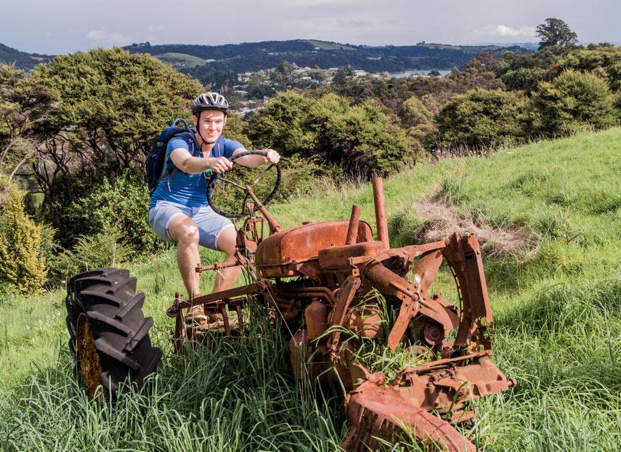 Das Fahrrad hatte doch einen Platten, sodass ich auf einen Traktor umgestiegen bin