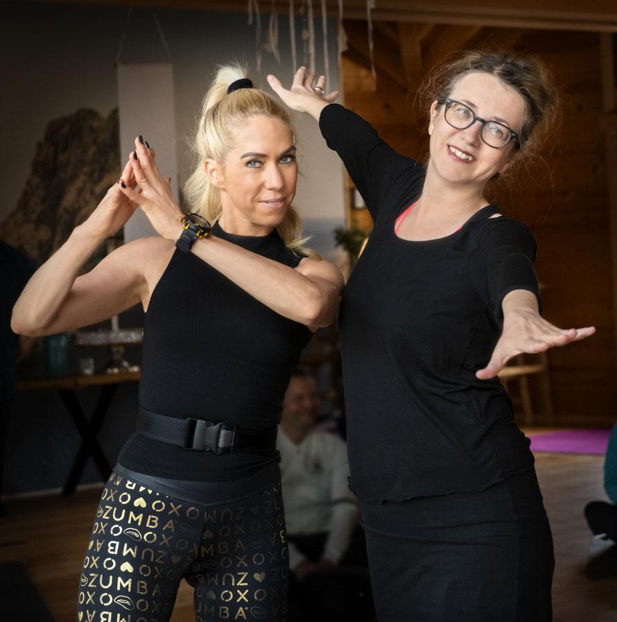 Dr. Jutta Failing (rechts) mit Yoga Lehrerin Jane Uhlig Foto: Petra Bruder