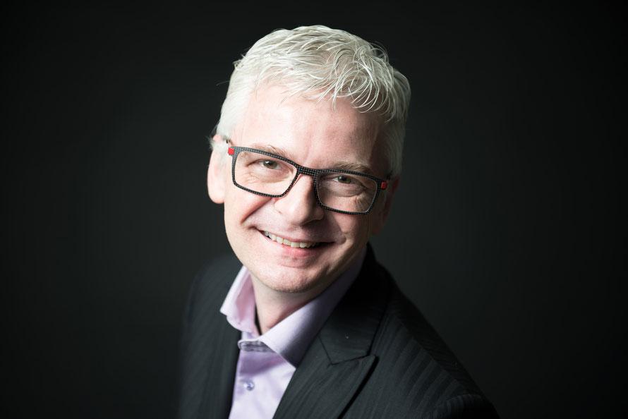 Stefan Häseli ist Kommunikationstrainer, Keynote-Speaker, Moderator und Autor mehrerer Bücher.  Foto: Titania Kommunikation