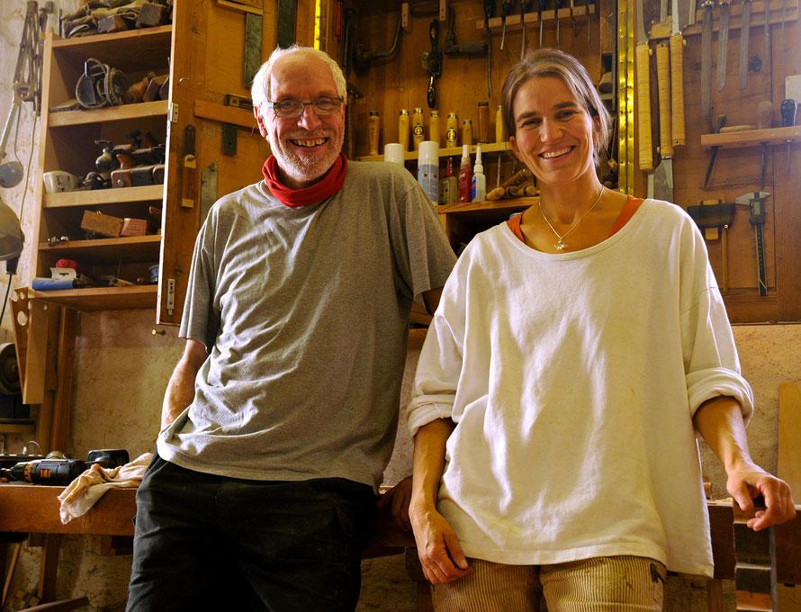 Achim Behrens und Ulrike Steinhöfel in der Werkstatt