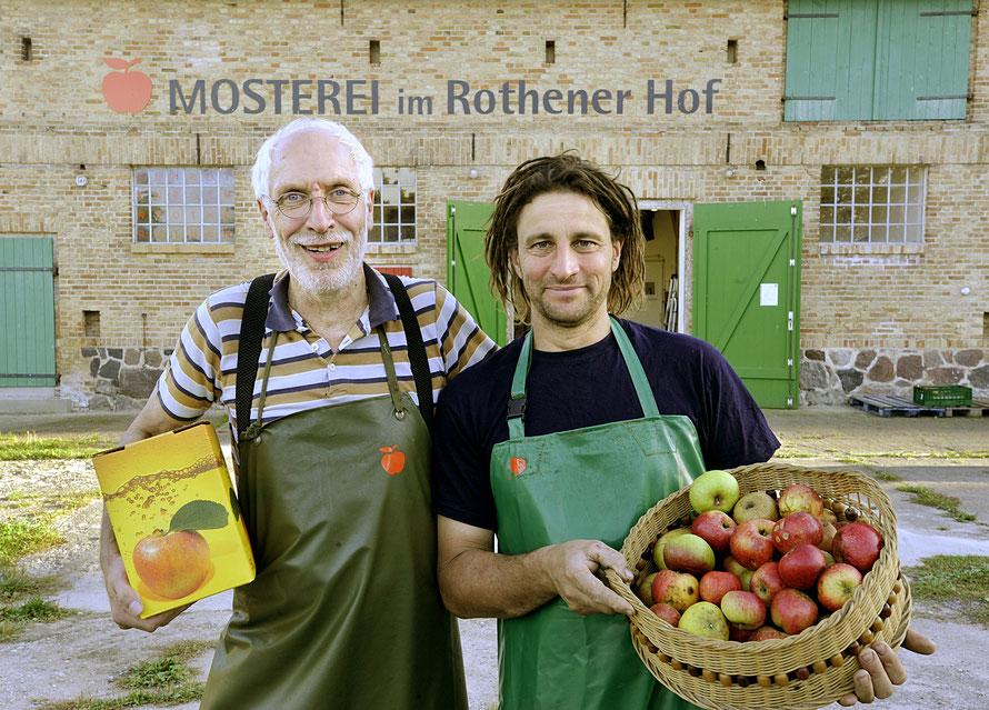 Mosterei Achim Behrens und Joe Müller