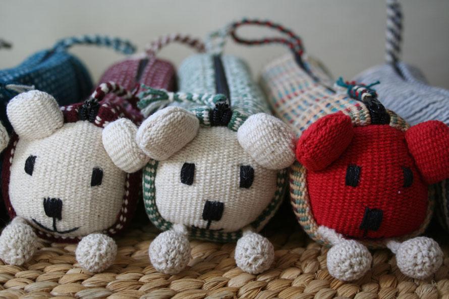 Estuches realizados de forma artesanal por mujeres de WSDO. Elaboran las telas y diseñan todo tipo de complementos