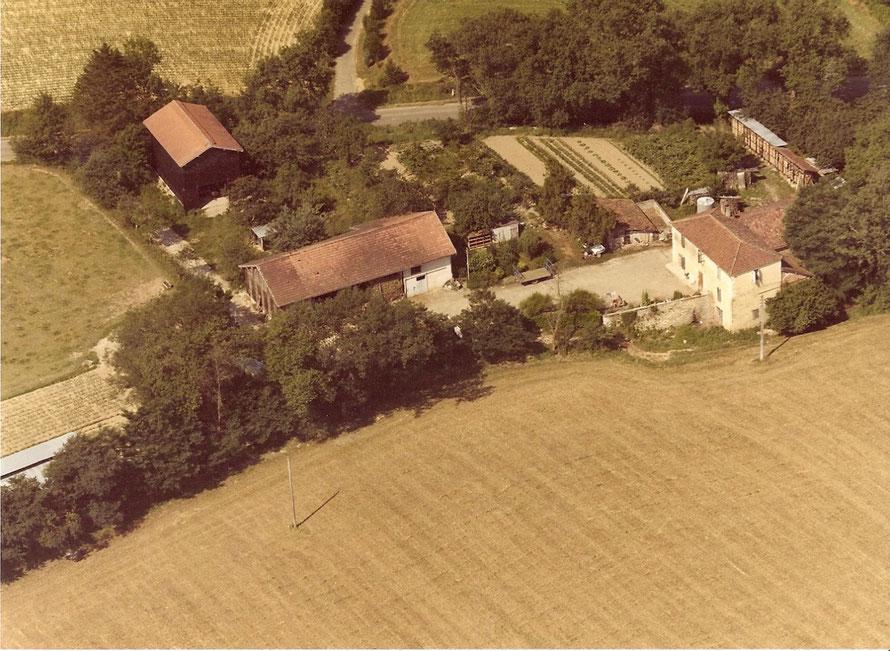 Lassenat éco- maison d'Hôtes en Gascogne, chambres d'hôtes de charme, table d'hôtes gourmande, piscine écologique, écotourisme, est une ancienne typique du 19ème siècle située au coeur d Gers, dans le vignoble de l'Armagnac, en Occitanie.