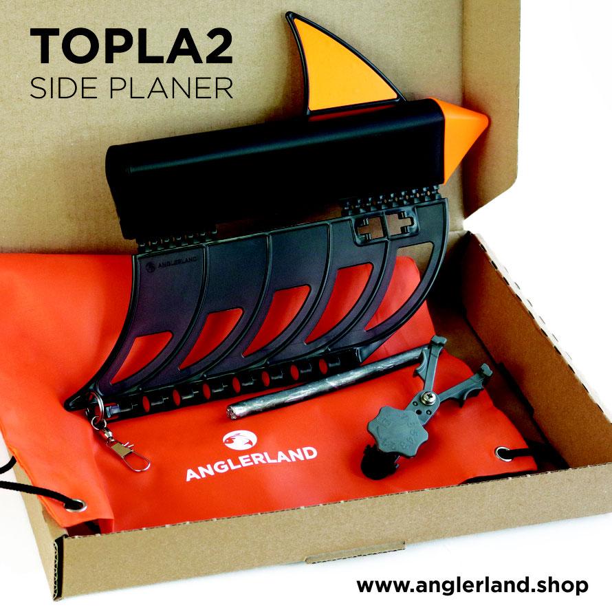 Der Sideplaner wird in einem umweltfreundlichen Karton geliefert. Im Lieferumfang enthalten ist der Sideplaner, der Release Clip, Edelstahl Wirbel, Sprengring, Blei und ein signalorangener Transportbeutel.