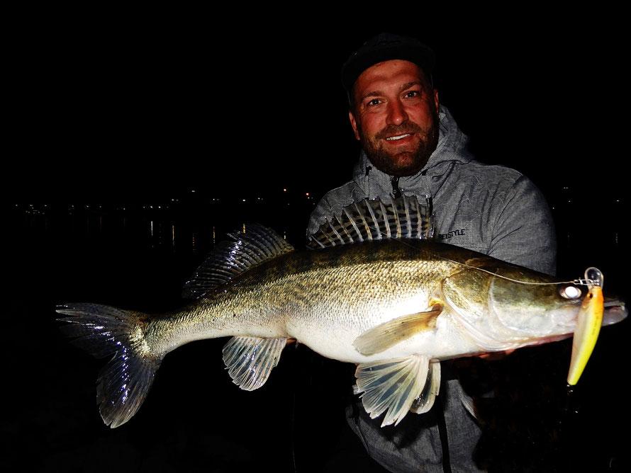 Nachts mit Wobbler zum Erfolg. Stephan kennt seine Gewässer sehr gut...Petri Heil