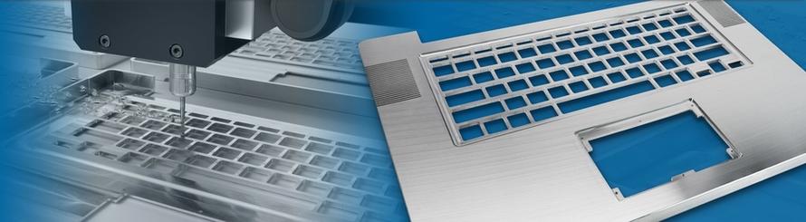 Auf diesem Bild ist ein Notebook-Tastatur- und Touchpad-Ausschnitt aus Aluminium abgebildet.