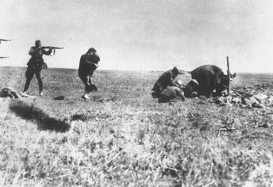 Executions of Jews by German Einsatzgruppen - army mobile killing units - near Ivangorod Ukraine 1942 (Wikimedia Commons).