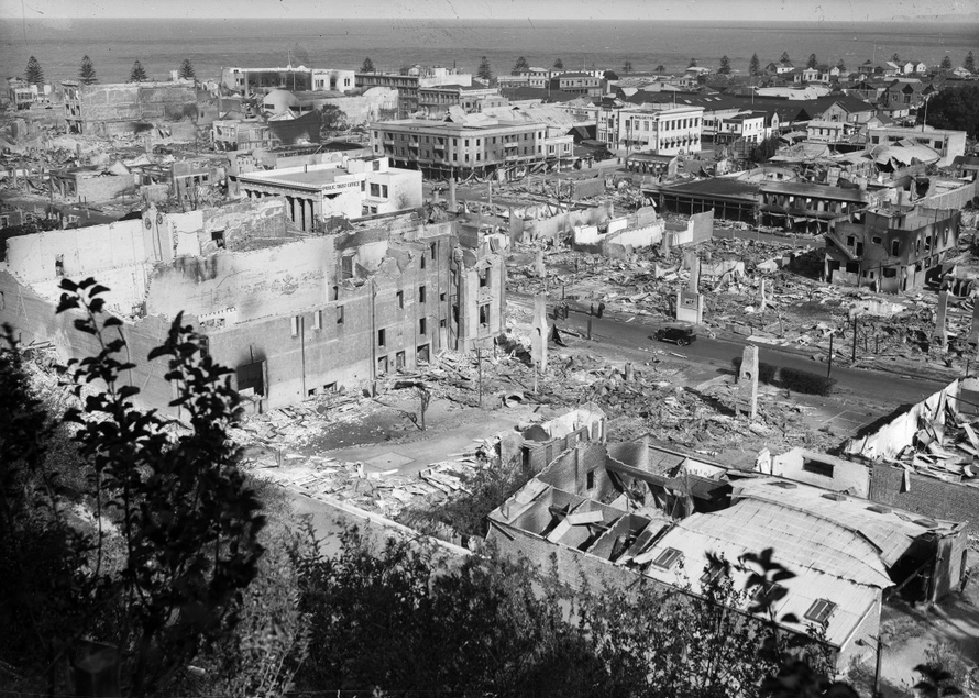 Figure 1: View of part of the town of Napier after the 1931 earthquake. Photograph by Sydney Smith. Reproduced courtesy of Alexander Turnbull Library, Wellington, New Zealand (S C Smith collection, G-48343-½).