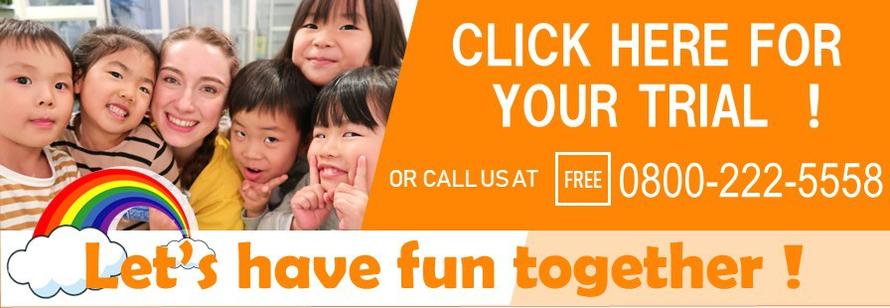 無料体験レッスン予約、大阪の幼児子供英会話ALOHAKIDSアロハキッズ、緑の人工芝で楽しく子供フィットネス、バイリンガルトレーナーで自然に英語が身につくキッズ英会話体操教室