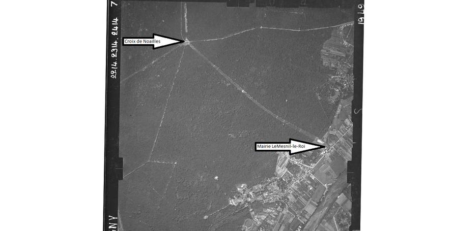 Vue aérienne IGN 1949 de la saignée depuis la Croix de Noailles (en haut à gauche) à la mairie du Mesnil-le-Roi (en bas à droite)