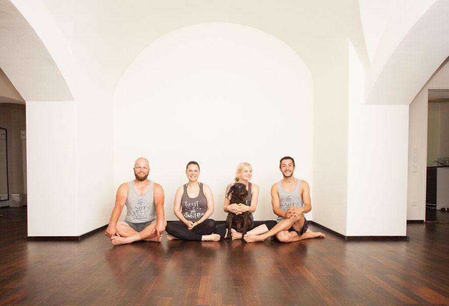 Ashtanga Yoga München - unsere Lehrer Sebi, Marion, Katja (Champ) & Franz