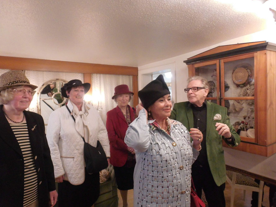 Samstag, 18.10.2014 Hut Club Stuttgart besucht den Obermeister der Modisteninnung Baden-Württemberg Richard Lang in seinem Hutatelier in Walldürn