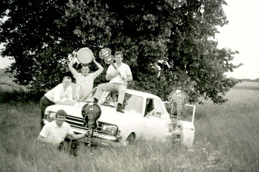 vorn: Heinz Tödtmann, Werner Schierenbeck, hinten: Helmut Dettmer, Manfred Lorenz, Walter Schofeld/Foto: Heinz Tödtmann