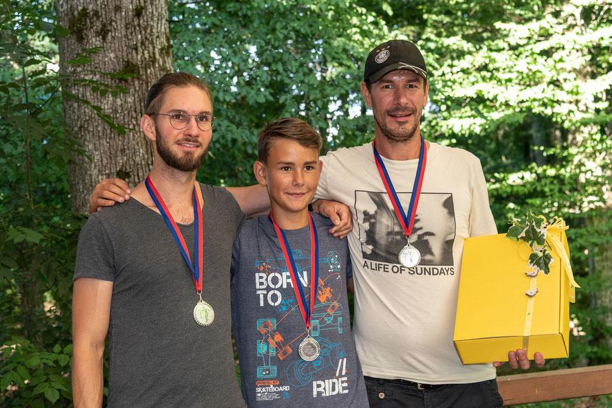 """Die """"Boule Boys"""" erreichten den 2. Platz mit Patrick Fischer, Leon Zimmermann und Sven Fischer aus Oberlauchringen"""