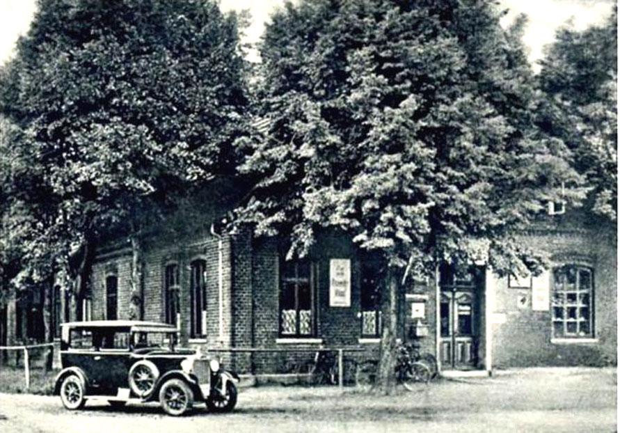 In den 1920er Jahren kam man mit dem Auto – wer es sich leisten konnte.  (Repro: A. Zeigler)