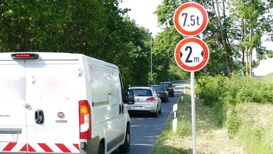 Für Kastenwagen wie diesen dürfte die Fahrt über die Brücke bald unmöglich sein ....