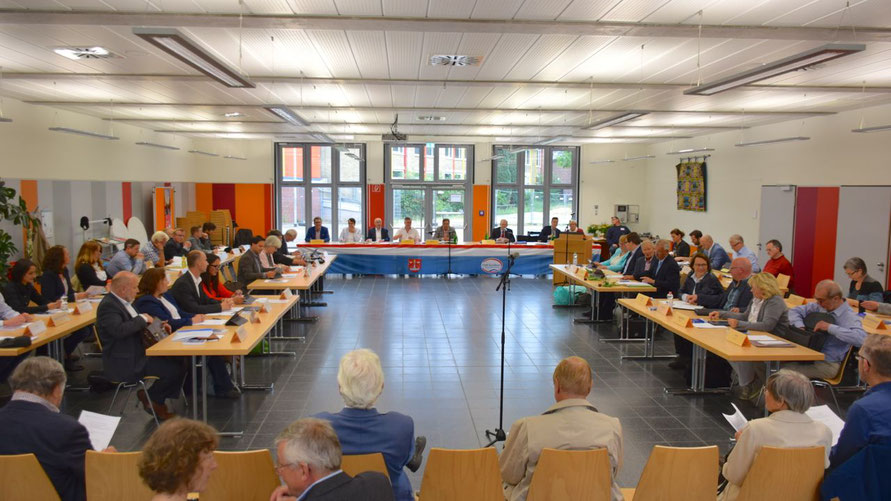 In der Mensa der Comenius-Schule, ansonsten wie hier Tagungsort der Ratsversammlung, wird in der Corona-Krise auch der Finanzausschuss zusammenkommen