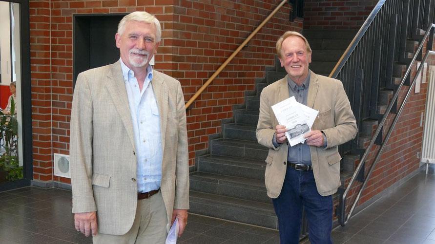Vorsitzender Rainer Adomat (r.) und sein Stellvertreter Wilfried Hans waren extra nach Quickborn gekommen, um persönlich für eine Mitgliedschaft zu werben
